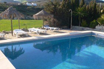 vakantiebungalow villa naranja antequera malaga privé zwembad en zonneligbedden