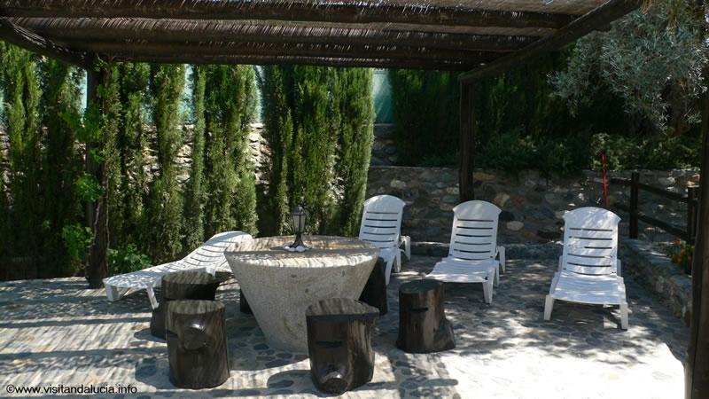 orgiva alpujarras ferien villa finca rio seco sonnenliegen und terrasse