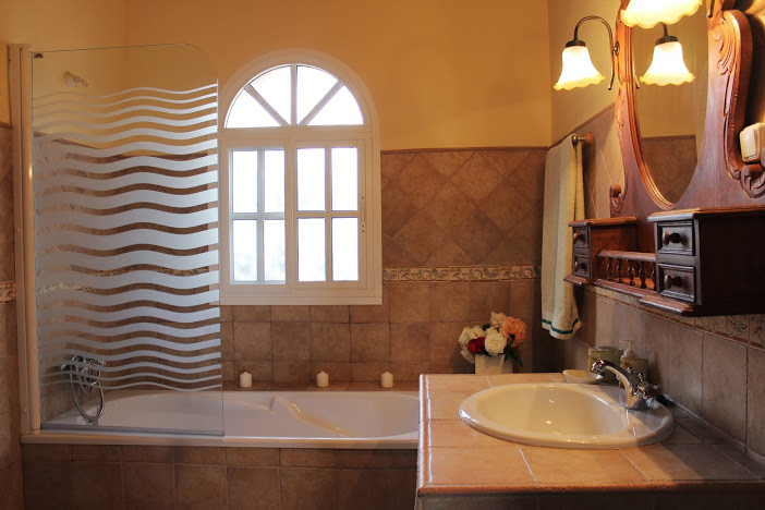 holiday rental bungalow villa naranja malaga antequera bathroom 2