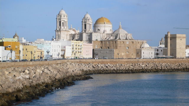 cadiz kathedraal en zee andalusie spanje