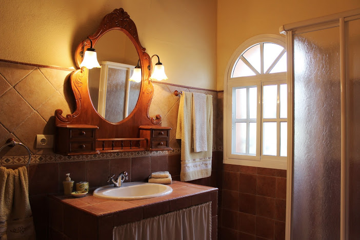 holiday rental bungalow villa naranja malaga antequera bathroom