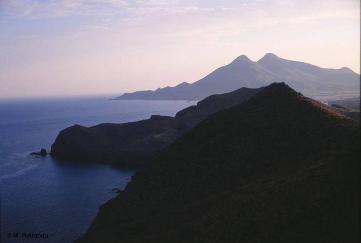 almeria natuurpark cabo de gata bergen en zee*