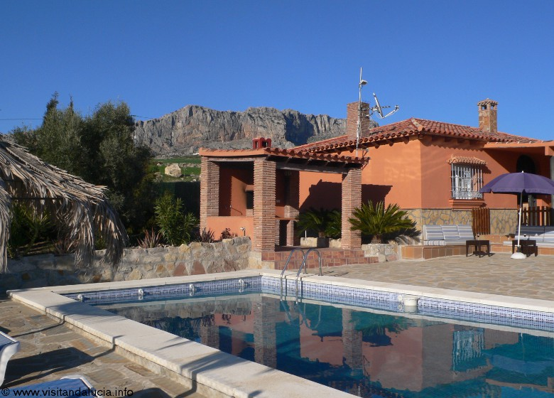 holiday rental bungalow villa naranja malaga antequera private pool and house