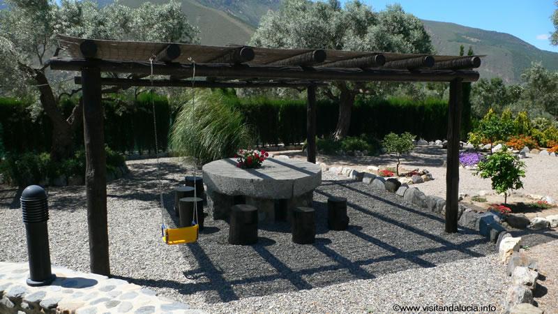 orgiva alpujarras ferien villa finca rio seco terrasse und essbereich im freien