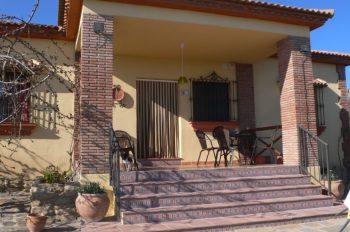 voorterras vakantiehuis casa amarilla el torcal de antequera malaga