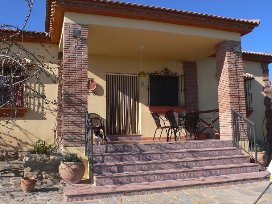 terrasse devant la maison location casa amarilla villanueva de la concepcion malaga