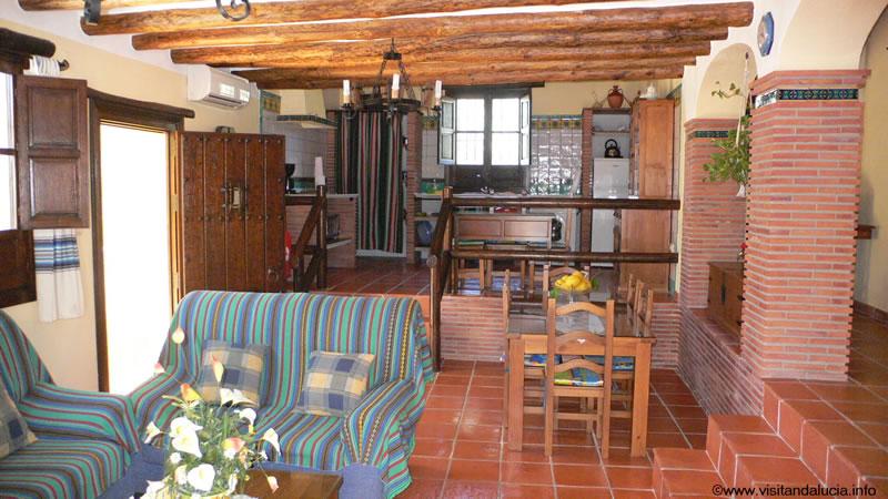 orgiva alpujarras ferien villa finca rio seco wohnzimmer, essbereich und küche