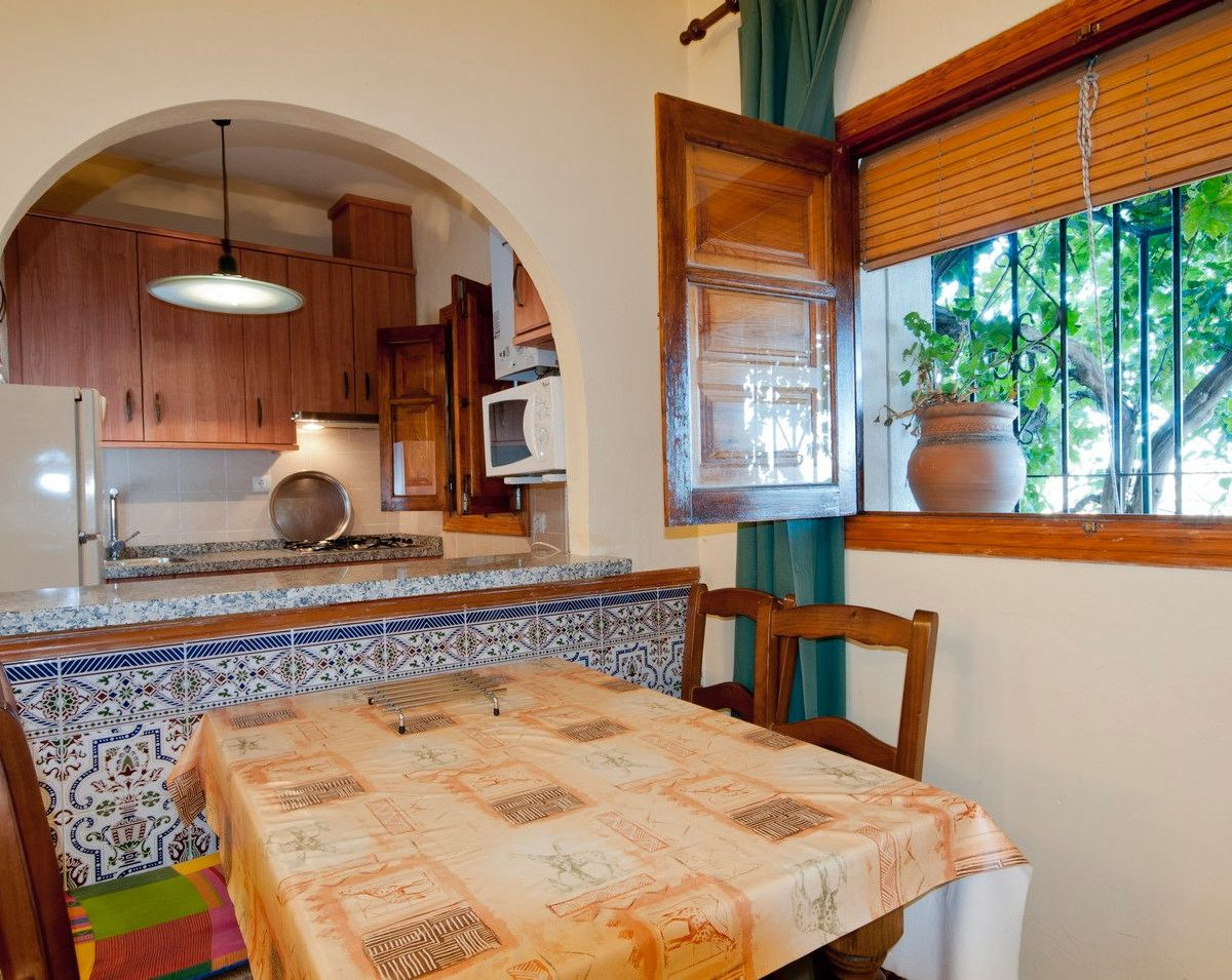 holiday rental casa launa pitres alpujarra granada kitchen and dining corner