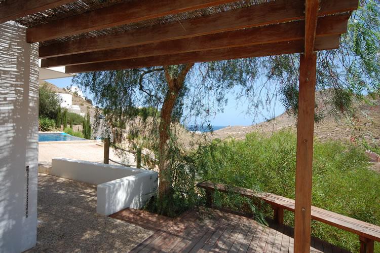 Almeria Las Negras Ferienhaus Villa Casa La Cascada Terrasse und Blick auf Pool und Meer