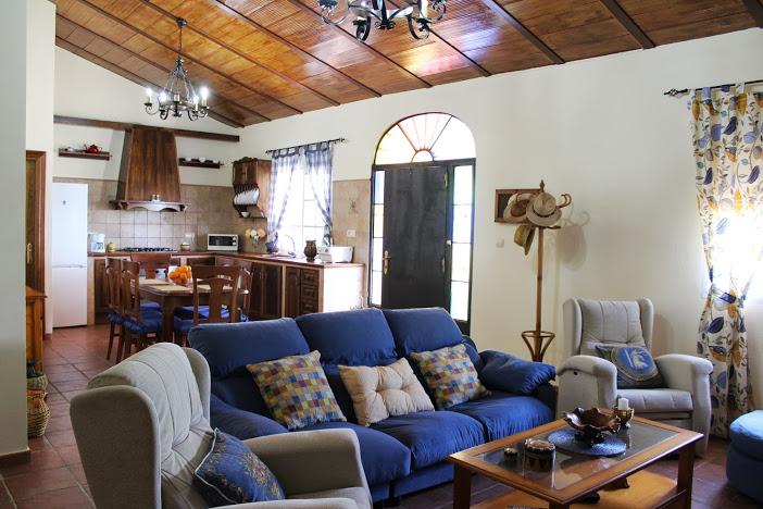 ferienbungalow villa naranja malaga antequera wohnzimmer und küche