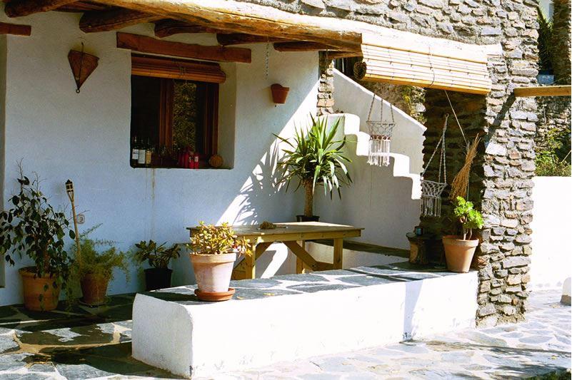 bubion, alpujarras, ferienvilla casa milagro terrasse vor dem haus