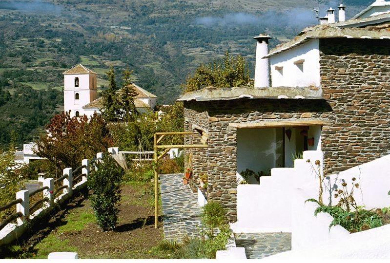 bubion, alpujarras, ferienvilla casa milagro terrasse vor dem haus und garten