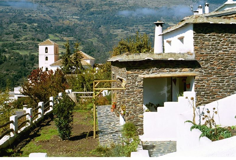 alpujarras bubion vacationvilla casa milagro terrasse devant de la maison et jardin