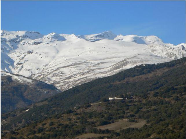 sierra nevada montagne avec neige sud parc national