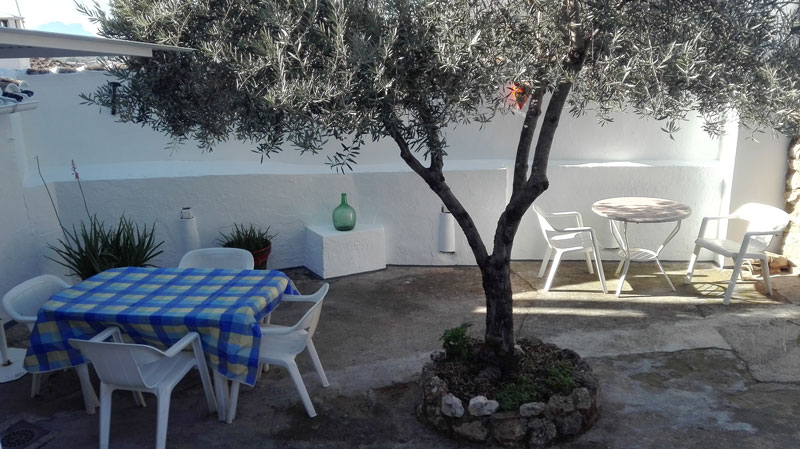 cordoba casa zagrilla holiday rental house patio with garden furniture