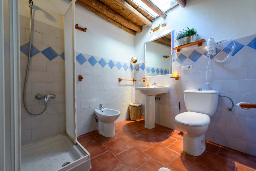 Lecrin valley, Conchar, holiday rental Casa el Concejo bathroom
