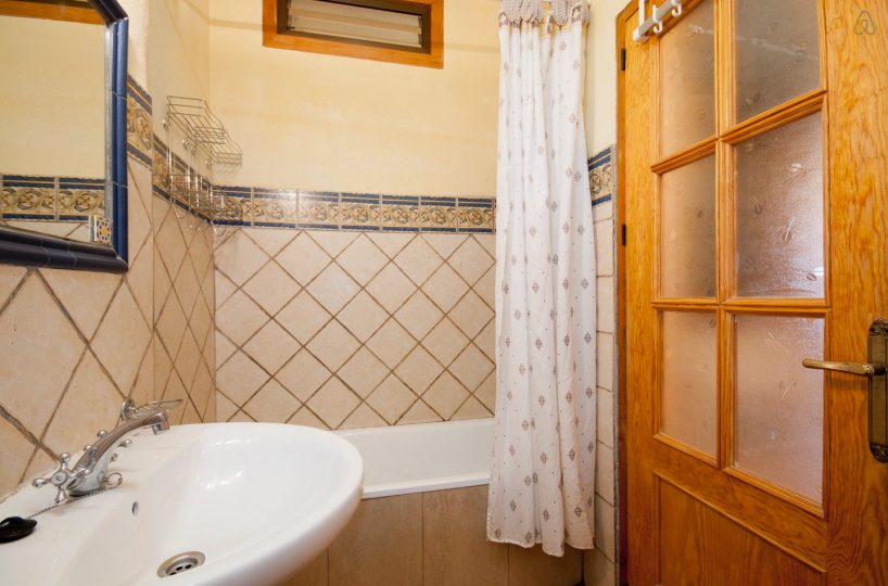 holiday rental bubion alpujarras casa de la luz bathroom