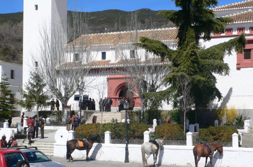 pitres kerk met paarden ervoor alpujarra