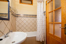 holiday rental bubion alpujarras casa de la luz bathroom 2