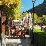 Das Paseo del Darro mit Terrasse, Granada, Andalusien